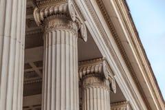 Винтажный старый столбец здания суда правосудия Стоковое Изображение RF