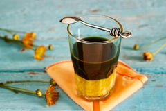 Винтажный стиль тона цвета latte зеленого чая ингридиента наслаивает на деревянную предпосылку Стоковое Фото