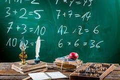 Винтажный стол математики с книгами Стоковые Фото
