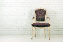 Винтажный стул в пустой комнате Стоковое Изображение RF