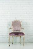Винтажный стул в пустой комнате Стоковое фото RF