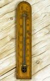 Винтажный термометр комнаты на предпосылке Стоковые Фото