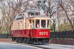 Винтажный трамвай для ремонтировать электрического оборудования на улице городка Стоковые Изображения