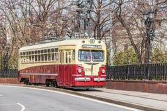 Винтажный трамвай на улице городка в историческом центре города Стоковое Фото