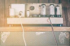 Винтажный усилитель трубки клапана вакуума в годе сбора винограда Стоковая Фотография RF