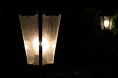 Винтажный фонарик светя в темноте Стоковые Фото