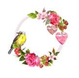 Винтажный флористический венок для карточки свадьбы, дизайна валентинки Цветки, розы, ягоды, винтажные сердца, птица акварель Стоковое Фото