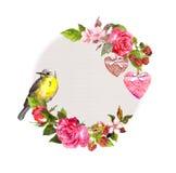 Винтажный флористический венок для карточки свадьбы, дизайна валентинки Цветки, розы, ягоды, винтажные сердца, птица акварель Стоковые Фото