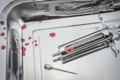 Винтажный шприц металла и металл иглы Стоковое Фото