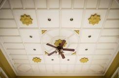 Винтажный электрический потолочный вентилятор Стоковые Изображения