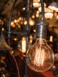 Винтажный электрический свет углерода, янтарная нить шарика стоковое изображение rf
