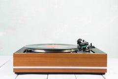 винтажный turntable аудиоплейера с lp стоковая фотография