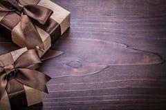 2 винтажными бумага покрытая подарочными коробками скомканная с Стоковая Фотография