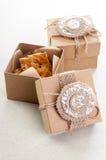 2 винтажных декоративных коробки с печеньями Стоковые Фото