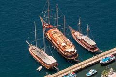 3 винтажных деревянных корабля на острове Santorini Стоковое фото RF