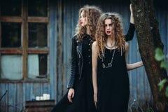 2 винтажных женщины как ведьмы Стоковая Фотография RF