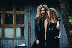 2 винтажных женщины как ведьмы Стоковая Фотография