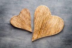 2 винтажных сердца на серой предпосылке металла Стоковое фото RF