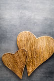 2 винтажных сердца на серой предпосылке металла Стоковые Фото