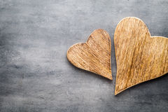 2 винтажных сердца на серой предпосылке металла Стоковые Фотографии RF