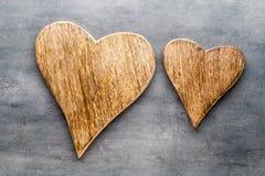 2 винтажных сердца на серой предпосылке металла Стоковое Изображение