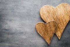 2 винтажных сердца на серой предпосылке металла Стоковое Фото