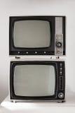 2 винтажных телевидения на белой предпосылке Стоковое Изображение