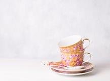 2 винтажных чашки, sauceres и ложки Стоковое Изображение