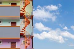 Винтовая лестница здания современной квартиры живущего Стоковое фото RF
