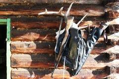 Винтовки звероловства на стене хаты, Стоковое Изображение RF