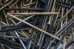 Винты и шпонки винтов Предпосылка от металлических продуктов закрывает вверх стоковая фотография rf