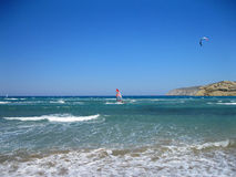 Виндсерфинг в Prasonisi, Родосе, Греции Стоковая Фотография