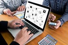 Виртуальное пространство и futur кнопки переключателя дисплея технологии время от времени Стоковые Изображения RF