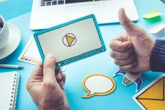 Вирусный маркетинг, социальные средства массовой информации, онлайн концепции маркетинга стоковое фото rf
