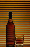 виски бутылочного стекла шотландский стоковая фотография