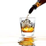 Виски и естественный лед на белизне Стоковое Фото