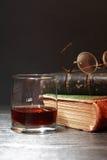 Виски и книги Стоковое Фото