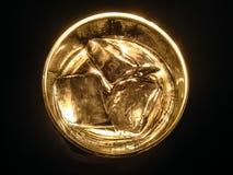 Виски и сода линяют свет как луна, ночу полнолуния в темноте Стоковая Фотография