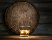 Виски на деревянном Стоковая Фотография