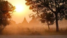 Виски на заходе солнца в Bagan, Мьянме Стоковые Фото