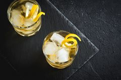 Виски на утесах с лимоном Стоковое Изображение