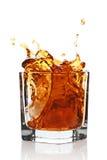 виски питья стеклянный брызгая Стоковая Фотография RF