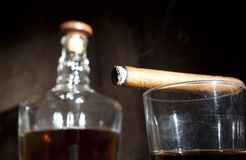 Виски сигары и стекла Стоковые Изображения RF