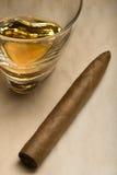 виски стекла сигары Стоковая Фотография RF