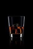 Виски с льдом на черноте Стоковое Изображение