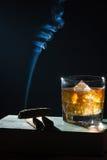 виски moving дыма сигары странный поднимающий вверх Стоковая Фотография RF