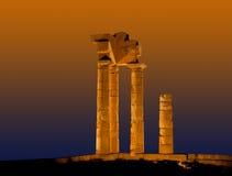 Висок Аполлона на акрополе Родоса на ноче, Греции Стоковые Изображения RF