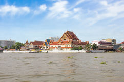 Висок берега реки в Chao Реке Phraya, Бангкоке, Таиланде Стоковое фото RF