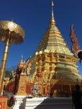 Висок виска Doisuthep золотой стоковая фотография