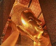 Висок возлежа Будды в Таиланде Стоковые Фото